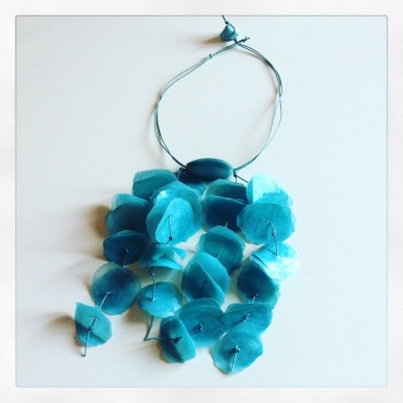 petali-azzurri-cascata